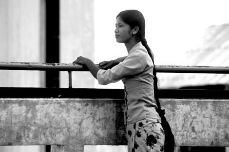 불교주류사회 버마에서 여성들은 이중 삼중의 업보론에 시달리고 있다. 그럼에도 불구하고 현실을 바꾸려는 여성들의 투쟁은 멈추지 않는다. 지난 8,9월의 시위 정국에서는 19명의 여성이 실종되었고, 6명의 비구니 승려들을 포함한 131명의 시위여성이 구속되었다. (Photo by Lee Yu Kyung)