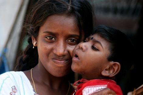 Tamilische Kriegsflüchtlinge in der Ostprovinz Sri Lankas. Seit 2006 leben sie in Lagern, obwohl ihre Heimatorte angeblich bereits seit Mitte des Jahres 2007 »befreit« sind.(Foto : Carla Lee)