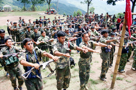 네팔 공산당 마오이스트(CPN-Maoist) 인민해방군(PLA) 제 XX 대대가 정렬해있다 (Photo by Lee Yu Kyung)