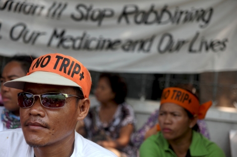 EU가  인도, 타이 등 개도국과의 FTA협상에서 WTO 체계보다 강화된 지적재산권, 'TRIPS 플러스'를 요구함에 따라 타이의 50여만 HIV/AIDS 감염인구는 물론 인도 제네릭 치료제에 의존하는 전 세계 수천만 HIV/AIDS 감염인들의 목숨이 위협받고 있다. '우리의 목숨을 거래하지 말라'고 절규하는 이유다. (Photo by Lee Yu Kyung)