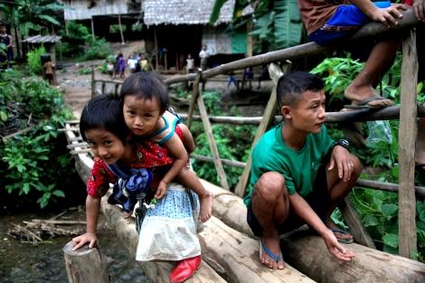 타이 국경과 인접한 카렌주 정글지대 국내 난민(IDPs)캠프(2009년 촬영). 60년 내전기간 척박한 정글을 생활터전으로 가꾸기 반복하며 일상적으로 경험한 강제 이주, 토지수탈 문제는 소위 '개혁'과 '휴전'의 봄바람이 부는 오늘도 계속되고 있다. (Photo © Lee Yu Kyung)