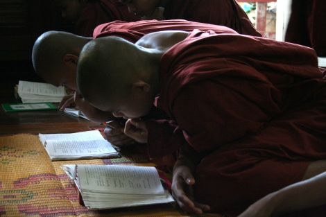 Novices in one of monasteries in Pokoku, Central Burma are studying and praying. Pokoku was one of pioneering towns of the monks-led Saffron revolution in 2007. Yet, some revolutionary monks have demonstrated their deeply-rooted hatred towards Muslims, which phenomenon can be seen among former political prisoners and activists. (Foto © Lee Yu Kyung)