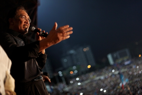 "Anwar Ibrahim at protest tour held Kelena Jaya Stadium. Contrary to his earlier assertion of 'step down' if lose, he has denounced the election result and the process for irregularities, saying ""we will never surrender"". (Photo © Lee Yu Kyung)"