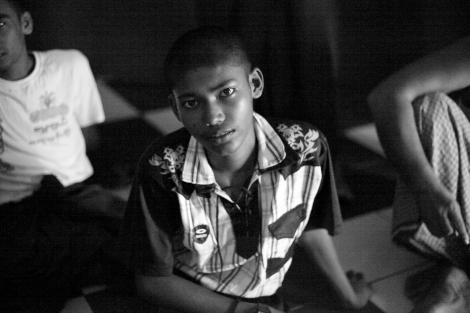 14세 소년 누를 이슬람은 캄만 무슬림이다. 로힝야와 달리 버마의 135개 인종으로 인정받는 캄만족은 지난 해 2차 종교폭동인 10월 불교광신도들의 공격대상이 되었다.  누를은 고향에 어머니를 남겨둔 채 삼촌과 함께 난민보트에 탔다. (Photo © Lee Yu Kyung)