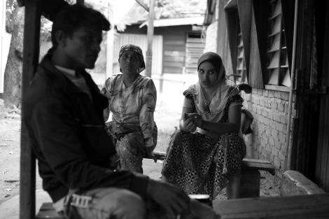 말레이시아페낭한마을에모여있는로힝야난민들. 지난 해 6월 (1차) 10월 (2차) 반 로힝야/무슬림 폭동을 거친 이후 버마 서부 아라칸 주를 떠나는 난민 보트가 봇물을 이루고 있다. (Photo © Lee Yu Kyung)