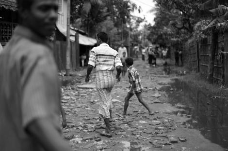 아웅 밍갈라는 도심 속 게토다. 6천여명 인구가 거주하는 이곳 무슬림 주민들은 안 팎으로 자유롭게 드나들 수 없다. (Photo © Lee Yu Kyung 2013