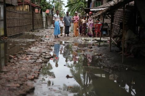 아라칸 주 시뜨웨시에 마지막 남은 무슬림 구역, 아웅 밍갈라는 보안군의 체크포인트와 라까잉 불교도들 마을로 둘러쌓여 있다. 이동의 자유가 제한되고, 생필품이나 구호물자를 정상적으로 조달받지 못하는 아라칸 주 어디서건 또 한 번의 반 무슬림 폭동이 발생하면 대단히 위험해질 시한폭탄구역이라 해도 과언이 아니다. (Photo © Lee Yu Kyung)