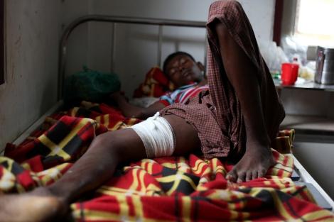 8월 9일 시뜨웨 외곽에 위치한 로힝자/무슬림 난민 캠프에서 경찰의 발포로 최소 2-3명이 사망하고 10여명이 부상을 입었다. 캠프와 인근 무슬림 거주지역 내 치안담당으로 주둔하는 경찰 대부분이 전 국경 경찰 나사까(NASAKA) 출신인 것으로 알려진 가운데 로힝자 무슬림들에겐 버마 군인보다 나사까가 더 두려운 존재다.  (Photo © Lee Yu Kyung)
