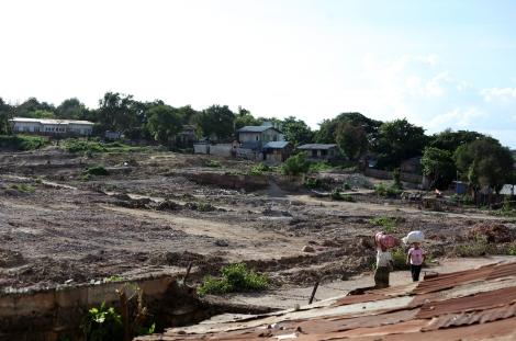 » 지난 3월 불교도들의 무슬림 학살극이 벌어질 때 무차별 파괴로 쑥대밭이 되어버린 버마 중북부 소도시 메이크틸라의 무슬림 거주 지역. 도시에 있던 모스크 13개 가운데 12개가 파괴됐다. 폭동 뒤 만달레이 주정부는 이 구역이 정부 땅이며 아파트를 짓겠다고 했다. (Photo © Lee Yu Kyung 2013)