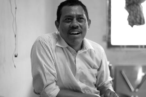 모티준은 상대가 불리길 원하는 이름을 존중해서 불러야 한다고 말한다. 버마 사회 전반이 '벵갈리'라고 부르는 로힝야 문제에 대해 상대적으로 '리버럴'한 반대진영으로부터 많은 비판을 받고 있다. ((Photo © Lee Yu Kyung 2013)