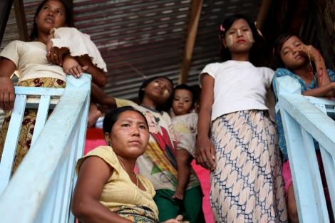 지난해 폭력사태 초기 로힝자 무슬림들의 폭력으로 피난민이 되었던 라까잉 불교도들은 최근 한 캠프지대로 모여 산다. (Photo © Lee Yu Kyung)