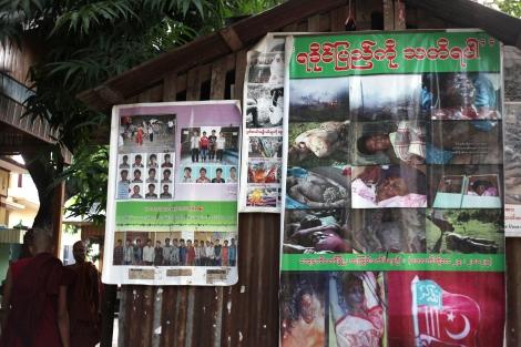 마수에인 사원 주지승인 우 위라뚜의 거처 앞에는 지난 해 아라칸 주 폭력당시 불교도 피해자들의 잔혹한 대형 사진이 전시되어 있다. (Photo © Lee Yu Kyung 2013)