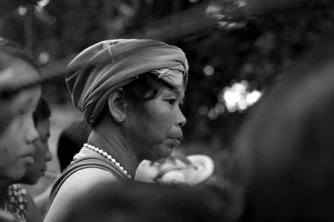 Fleeing IDPs had first trekked through the jungle for two days until they have met trucks or motorcycles organized by local NGOs. (Photo © Lee Yu Kyung 2013)