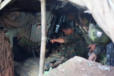 반군 수도 라이자의 방어선인  라와양 전선은  참호 투성이다.  올 1월 라자양  전선이  정부군  손에  넘어가면서  카친독립군(KIA)는  라와양으로 후퇴  전선을 재정비하고 교전을 벌였다. (Photo © Lee Yu Kyung 2013)