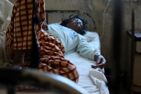 콘자(가명)는 쉴 새 없이 구토와 설사를 했다. 그녀는 인체면역결핍바이러스(HIV) 보균자다. 돈 벌러 중국에 간 뒤 인신매매 브로커로부터 버려져 고향으로 돌아왔다. (Photo © Lee Yu Kyung)