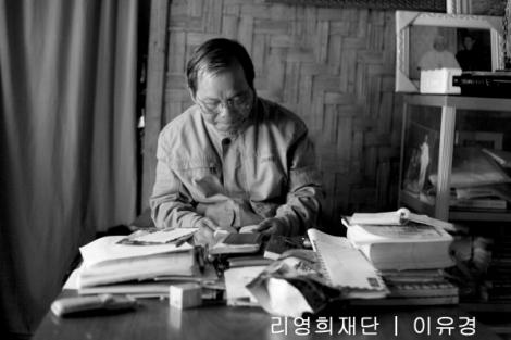 라이자 성당 조셉 신부는 한때 포터로 끌려갔던 경험이 있다. 그는 라이자에서 멀지 않은 남상양 마을이 2013년 초 정부군에 손에 넘어가면서 라이자로 피신했다. 조셉신부는 정부군 통치 구역 피난민들에 비해 반군 지역 피난민들은 표정이 밝다고 말한다. (Photo © Lee Yu Kyung)