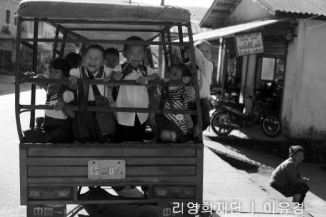 라이자 시내 '뚝뚝'을 개조한 스쿨버스 (Photo © Lee Yu Kyung)