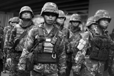 Military forces at the site of anti-Coup protest in Bangkok, Thailand on May 22, 2014  (Photo © Lee Yu Kyung 2014)