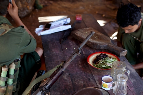 KIA soldiers at the Lawayang frontline, 8 km off from Lakiza, prepare lunch.  (Photo © Lee Yu Kyung)