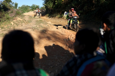 The fleeing Kachin IDPs by a rickety truck bumping along a cliffyside dirt road (Photo © Lee Yu Kyung)