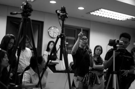 Raise your finger to ask. No question, No progress '혹 뚤라' 탐마삿 학살 38주년 기념 세미나 청중 질문 (Photo © Lee Yu Kyung 2014)
