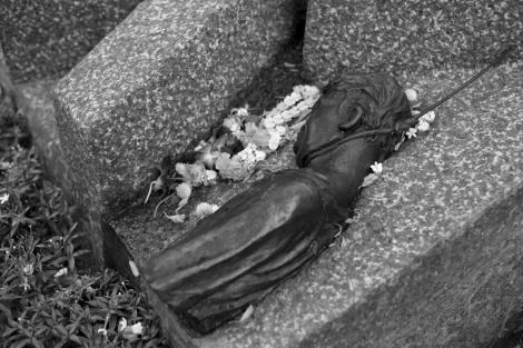 October 6 Massacre Memorial, R.I.P  '혹 뚤라' 탐마삿 학살 기념비 (Photo © Lee Yu Kyung 2014)