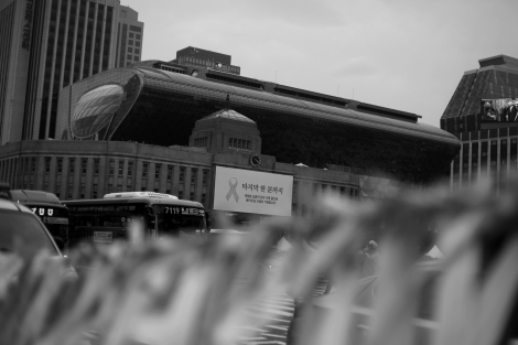 "Phrase on the big board put up on City Hall in Seoul reads ""Till last person..(to be found, we will search for)"". (Photo © Lee Yu Kyung 2014)"