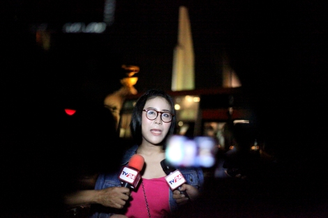 Nacha Kong-Udom, student activist gave an interview on the spot as dozens of activists tried to gather near Democracy Monument in Bangkok on November 23. Nacha was arrested multiple times and released in repeat. One such occasion was when she did 'three finger salute' at the cinema screening 'Hunger Game' in November. Three fingers salute has become a symbol of resistance against authoritarian rule in Thailand. And now it's banned. (© Lee Yu Kyung 2014)