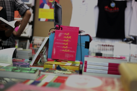 Thanapol Easakyul, the editor of 'Same Sky' Journal, installed a booth at Bangkok's Book Fair late October to exhibit and sell books as well as his highly critical magazine. (© Lee Yu Kyung 2014)