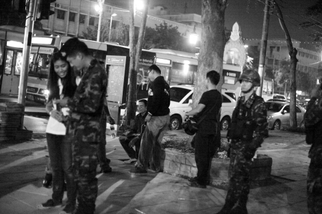 Soldiers at the scene (© Lee Yu Kyung 2014)