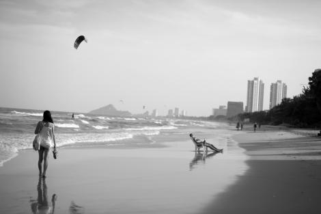 Woman, Beach, Hua Hin, Thailand (© Lee Yu Kyung 2014)