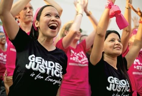지난 3월8일 타이 방콕의 '여성의 날' 행사는 페미니즘 운동과 깊이 연계된 레즈비언 단체가 주도했다. 최근 기안을 마친 타이 신헌법에 '젠더' 개념이 도입될 예정인 가운데 성소수자들은 '젠더 평등'을 강조하고 있다. (© Lee Yu Kyung 2015)