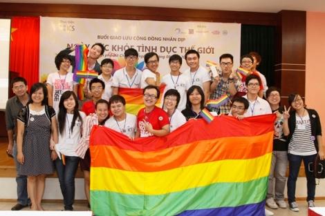 베트남 '톱게이'로 통하는 타오(Thao)와 친구들 (Photo Courtesy : Information Connecting Sharing)