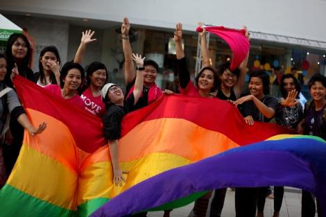지난 3월 8일 방콕의 여성의 날 행사는 페미니즘 운동과 깊이 연계된 레즈비언 단체들이 주도했다. 최근 기안을 마친 타이 신헌법에 '젠더' 개념이 도입될 예정인 가운데 성 소수자들은 '젠더 평등'를 강조하고 있다. (© Lee Yu Kyung 2015)