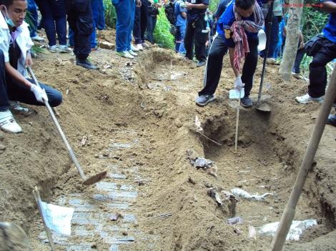 5월1일 말레이시아 국경을 코앞에 둔 타이 남부 송클라 지방 파당베사르에서 로힝야 난민이 대부분인 보트피플들의 집단 무덤 32개와 주검 26구가 발견됐다. 그날 이후 무덤과 주검은 매일 추가되고 있다. (Photo courtesy : Bo Min Aung)