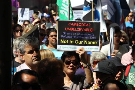 호주 시드니 난민운동가들과 시민들이 정부의 '캄보디아 솔루션' 정책을 비판하는 시위를 벌이고 있다 (© Peter Boyle)