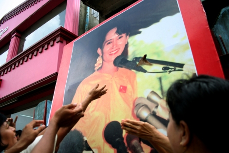 The members of NLD, the only legal opposition party during the military dictatorship in Burma were celebrating Aung San Suu Kyi's birthday 7 years ago in 2008. Suu Kyi was in house arrest at that time. (© Lee Yu Kyung 2008)
