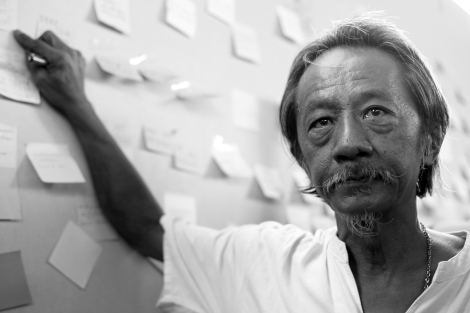 Viboon Boonpattaraksa, father of Chatupat Boonyapattraksa of Dao Din group, was showing strong support his imprisoned son. He is also a human rights lawyer representing  community. (© Lee Yu Kyung 2015)