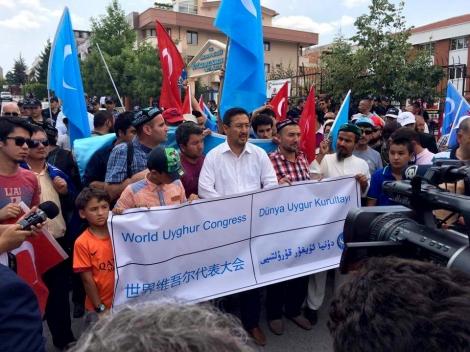 타이 정부가 위구르족을 중국으로 강제 송환 후 터키 위구르족들 이 항의 시위를 벌이고 있다. (Photo courtesy : World Uighur Congress - Turkey)