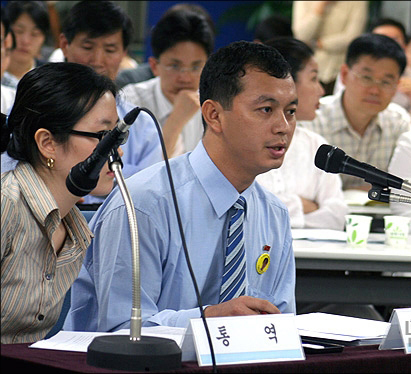 Nay Tun Naing at Public Hearing on Refugee Policy at National Human Rights Commission / July 14 2005, Seoul Korea (© Lee Yu Kyung)