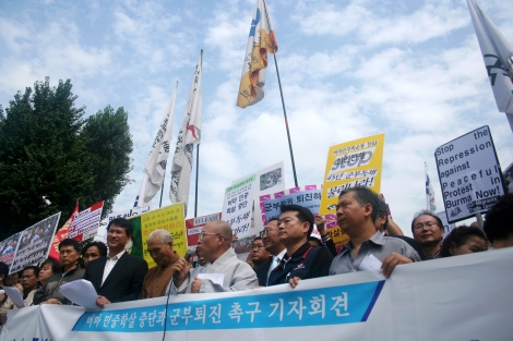 Protest against Crackdown on Shaffran Revolution. It was organized by NLD Korea and Civil Society / Oct 2 2007, Seoul Korea (© Lee Yu Kyung)