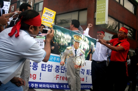 Protest against Crackdown on Shaffran Revolution, Than Shwe 'singled out'. It was organized by NLD Korea and Civil Society / Oct 2 2007, Seoul Korea (© Lee Yu Kyung)