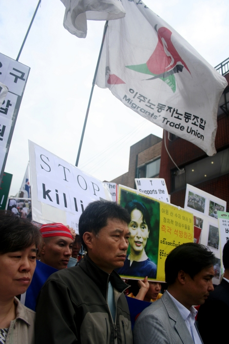 Protest against Crackdown on Shaffran Revolution. Migrant Trade Union also joined / Oct 2 2007, Seoul Korea (© Lee Yu Kyung)
