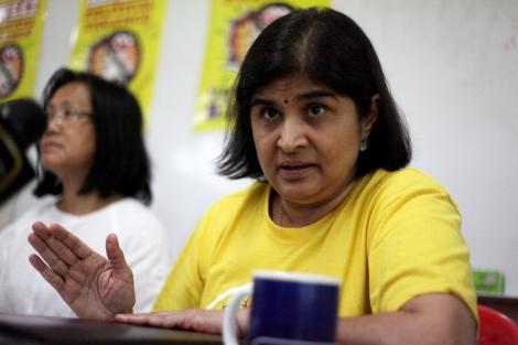 암비가 스레네바산 (노란셔츠)와 마리아 친 압둘라 (하얀셔츠). 말레이시아 정치 개혁 운동인 베르시의 핵심지도자들이다. 이들은 지난 달 22일 새 야권연대인 '희망연대' (Pakatan Harapan)가 마련한 라운드테이블토론 자리에 초대된 뒤 '토론'없이 기자회견을 서두르는 모습에 매우 불쾌해했던 것으로 알려졌다. (© Lee Yu Kyung)