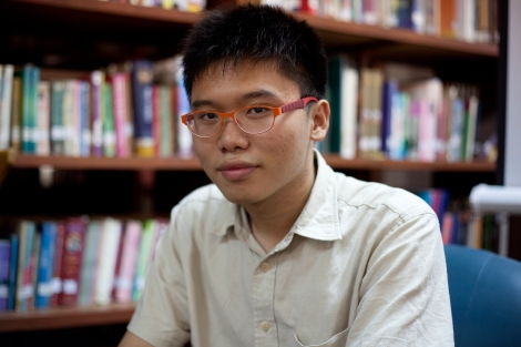 Netiwit chotiphatphaisal (19), an education activist, is the thailand's first conscientious objector. He has has authored three books. (© Lee Yu Kyung)