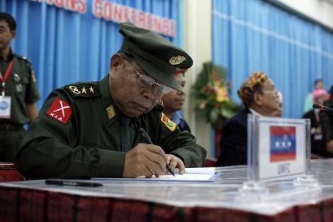 카친독립기구(KIO, 카친독립군 KIA 정치국) 부의장인 응반 라 장군. 보고서는 그가 버마 재벌 의 스티븐 로(Steven Law)와 거래를 트고 이 회사가 운영하는 옥광산 업체와 연계되어 있다는 의혹을 제기했다. 는 2013년 사망한 마약왕 로싱한(Lo Hsing Han)이 세운 기업이며 스티븐 로는 로싱한의 아들이다. (© Lee Yu Kyung)