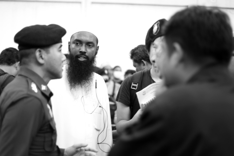Police and organizer seemed to discuss what to not/do. Rohingya Protest Bangkok. Stop the Military operation. End the Ethnic Cleansing © Lee Yu Kyung 2016