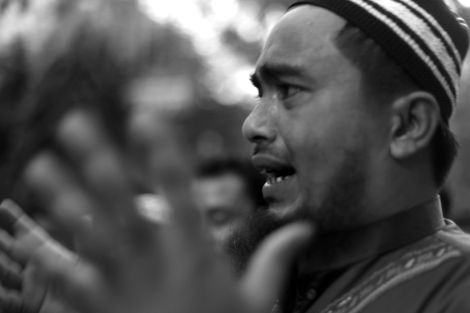 The man who said from Rathedaung, Arakan State can't bear his emotion. Rohingya Protest Bangkok. Stop the Military operation. End the Ethnic Cleansing © Lee Yu Kyung 2016