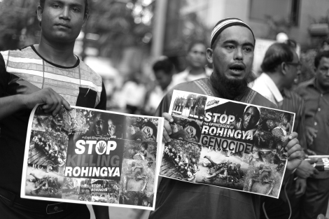 Still eager to show the picket they brought. Rohingya Protest Bangkok. Stop the Military operation. End the Ethnic Cleansing © Lee Yu Kyung 2016